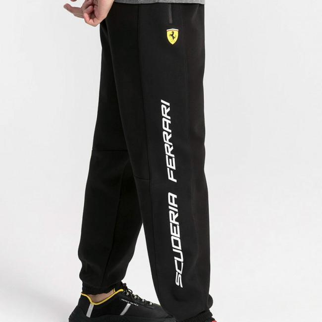 Ferrari SF Sweat Pants cc pánské kalhoty, Barva: černá, Materiál: bavlna, polyester, Panské sportovní tepláky z řady motosport Ferrari, zdobeny kočičím logem PUMA a znakem Ferrari. - Objednejte nyní online na Pumashop.cz.