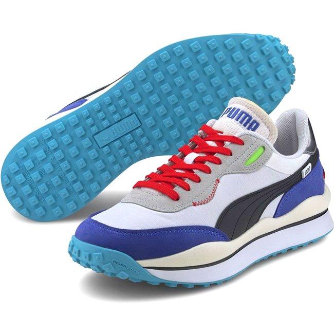 PUMA STYLE RIDER RIDE ON boty, Barva: bílá, Materiál: Svršek: textílie, Mezipodešev: IMEVA, Podešev: guma, Ostatní: Futuristický vzhled, prvotřídní kvalita materiálu, styl - tím vším jsou boty z řady Rider. Vyrobeny z kombinace semiše a kůže, vnitřní stélka vybavena speciální pěnou SoftFoam+ zaručuje potřebný komfort a oporu při nošení. Tyto boty prostě musíte mít! - Objednejte nyní online na Pumashop.cz.