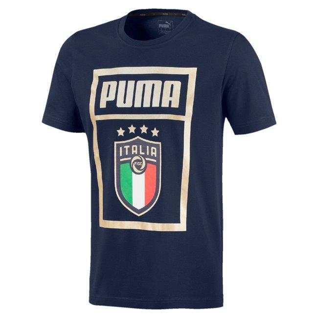 PUMA Italia FIGC DNA Tee pánské tričko, Barva: tmavě modrá, Materiál: Bavlna - Objednejte nyní online na Pumashop.cz.